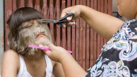 «La fille la plus poilue du monde» épouse l'homme de ses rêves et se rase le visage pour la première fois