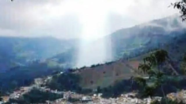 Après un glissement de terrain, «la silhouette de Jésus» apparaît au-dessus d'une ville colombienne – les habitants prétendent que c'est un signe divin