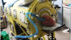 Un rescapé de la polio piégé dans une machine depuis 65 ans, mais cela ne l'empêche pas de vivre ses rêves