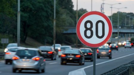 Vitesse limitées à 80 km/h: le gouvernement aurait-il truqué les chiffres d'une expérimentation?