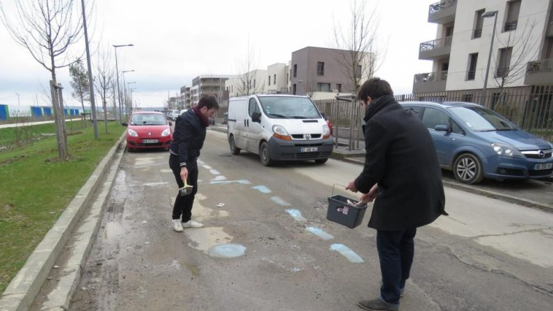 YVELINES: Des habitants dessinent eux-mêmes les places de stationnement, excédés de ne plus pouvoir se garer nulle part
