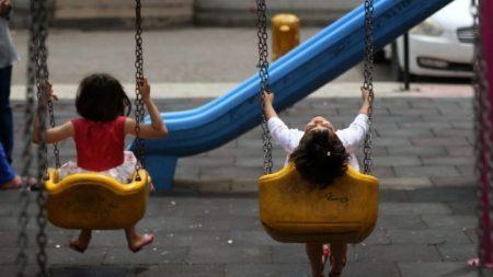 La traite internationale d'enfants au moyen de l'adoption se poursuit malgré la réglementation