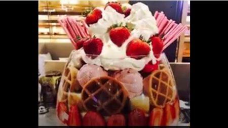 Le sundae géant de vos rêves est composé de 22 boules de crème glacée, mais ce n'est qu'un début