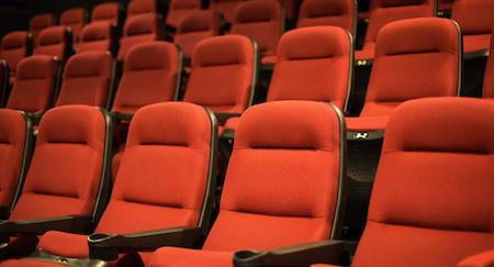 Angleterre: il meurt après s'être coincé la tête sous un siège au cinéma