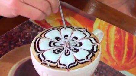 Vous avez déjà vu le style d'art traditionnel pour café latté, mais ce style d'art pour les lattés en Thaïlande va encore plus loin