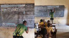 Ghana: un professeur apprend à ses élèves à utiliser Microsoft Word avec un tableau noir et des craies