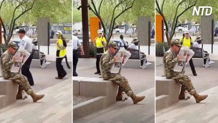 Une femme après avoir vu cet homme s'arrête pour le regarder à deux fois – quand elle s'approche, elle ne peut pas s'arrêter de crier