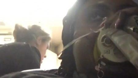 États-Unis: Une passagère écrit «J'ai survécu» pendant que son avion atterrit en urgence à Philadelphie