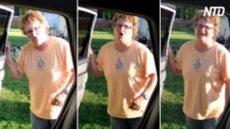 Un homme se prépare à annoncer une grande nouvelle à sa mère. Sa façon de faire est si originale, quelle surprise!