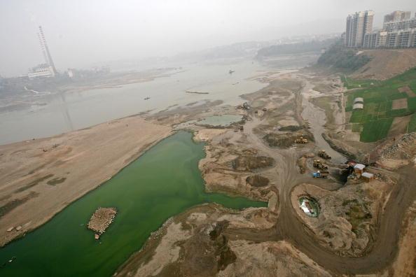 Le dragage illégal de sable du fleuve Yangzi continue en Chine