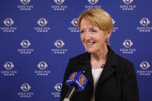 L'ancienne Ministre Françoise Hostalier «époustouflée par la qualité artistique» de Shen Yun