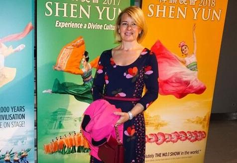 Shen Yun à Paris: «C'est très beau, j'avais des larmes qui coulaient»