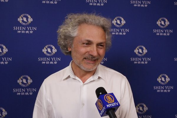 Un chef d'orchestre à propos de Shen Yun: «Un message de spiritualité essentiel à ce monde!»