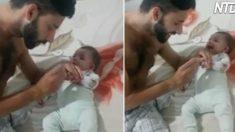 Ce super papa est occupé à couper les ongles de son nouveau-né. Mais à chaque fois, il déclenche le fou rire du bébé