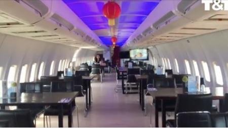 Un avion abandonné devient un lieu de gastronomie après des rénovations