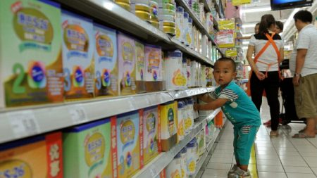Dix ans après le scandale du lait contaminé en Chine, ses victimes sont toujours réduites au silence