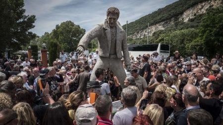 France: une statue de Johnny Hallyday érigée «par et pour les fans»