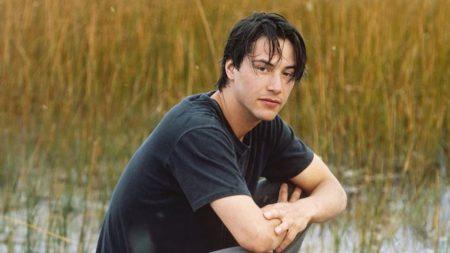 En découvrant ce qui se cache derrière la vie difficile de Keanu Reeves… on voit une grande âme