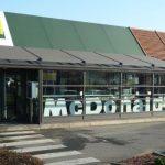 Tours: un jeune homme poignardé par un client qu'il avait doublé dans la file d'attente d'un restaurant McDonald's