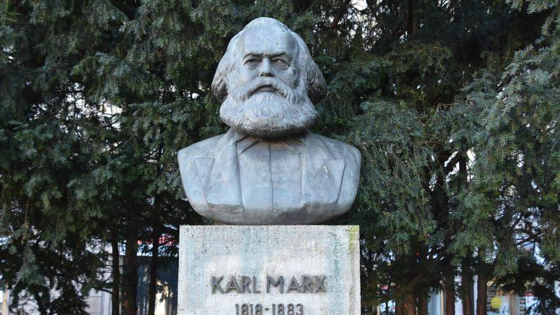 Saviez-vous que Karl Marx, auteur de la théorie du communisme, se décrivait comme un adepte de Satan?