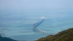Pont géant: Pékin accroît son emprise sur Hong Kong