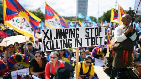 Internement de Ouïghours: le gouvernement chinois en opération séduction