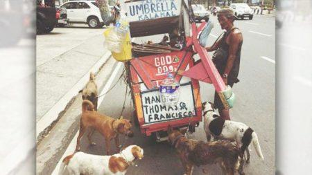 Un homme pauvre à Manille vend des «bric-à-brac» pour s'acheter de la nourriture et acheter des chiens de compagnie