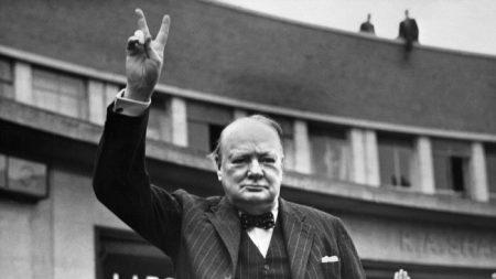 LONDRES: Winston Churchill était-il raciste?