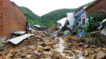 Vietnam: au moins 12 morts dans des inondations et glissements de terrain
