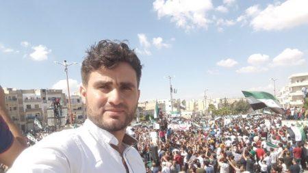 Un enseignant va plus loin pour s'occuper de ses élèves dans la Syrie déchirée par les combats