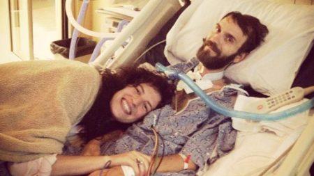 Cet homme a demandé sa femme en mariage deux jours après son diagnostic de SLA. 6 ans plus tard, elle le soutient et l'adore toujours