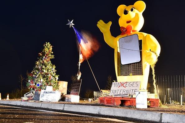 Près de Bordeaux, on compte fêter Noël sur les ronds-points malgré les évacuations