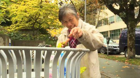 Une dame âgée de 62 ans a ramassé des rebuts pour les vendre pendant 21 ans, amassant 9900 € pour une œuvre de charité contre le cancer