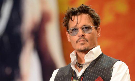 Johnny Depp rend visite à des enfants cancéreux