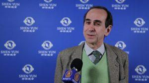 Un gestionnaire de patrimoine conquis par l'aspect divin et «la grâceonctueuse» de Shen Yun