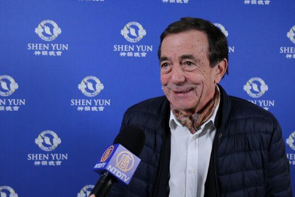 Un dirigeant d'un cabinet de conseil subjugué par «la puissance et la spiritualité» portées par Shen Yun