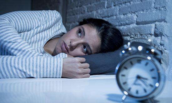 On dit que se réveiller la nuit vers 4 heures du matin pourrait signifier un «éveil spirituel»