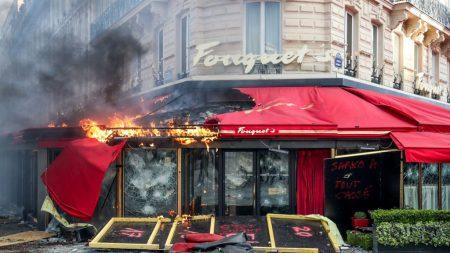 Saccage des Champs-Élysées: 80 enseignes touchées, le Premier ministre interpellé