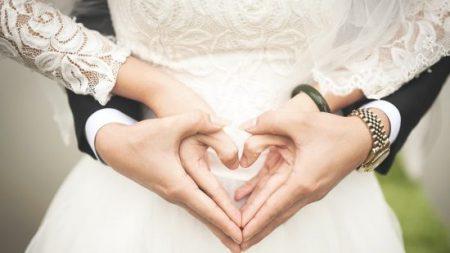 Double conte de fées: des sœurs jumelles mariées à des frères jumeaux prévoient de synchroniser leurs grossesses