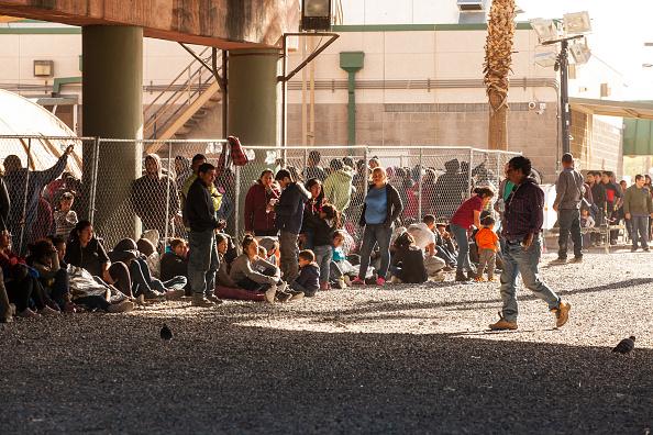 États-Unis: plus de 3 000 cas de familles frauduleuses identifiés par la police des frontières