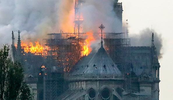 [MAJ] Incendie à Notre-Dame de Paris: Macron reporte son allocution, les dégâts vont être colossaux