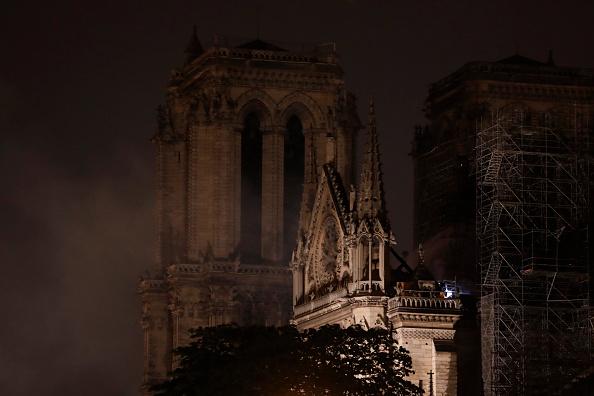 «La structure de Notre-Dame est sauvée et préservée dans sa globalité», considère le commandant des pompiers