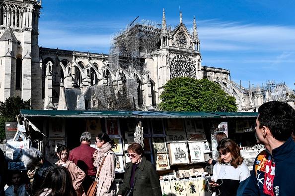 A l'ombre de Notre-Dame, un «village» à l'avenir incertain