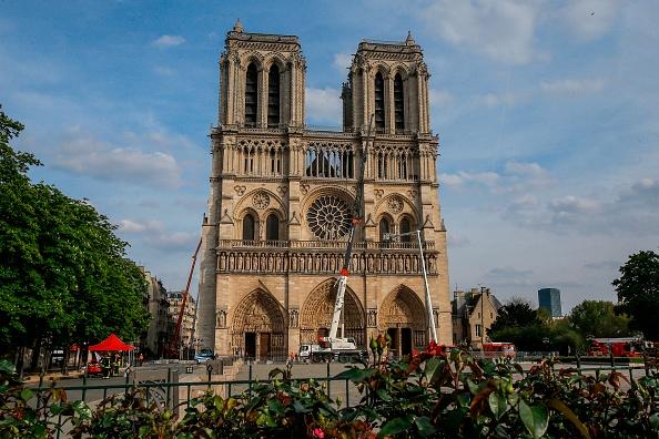 Incendie de Notre-Dame: «un buginformatique» pourrait avoir contribué au drame selon le recteur de la cathédrale