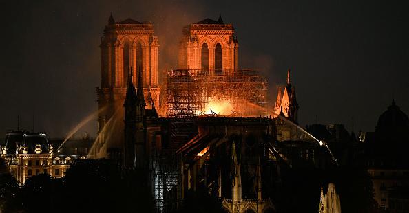 Incendie à Notre-Dame de Paris: Stéphane Bern en larmes au 20 heures de France 2