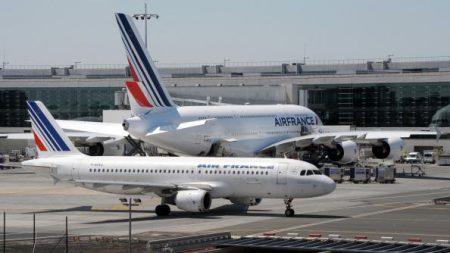 Entre 200 et 500 sans-papiers ont bloqué le Terminal 2 de l'aéroport de Roissy: «La France n'est pas aux Français»