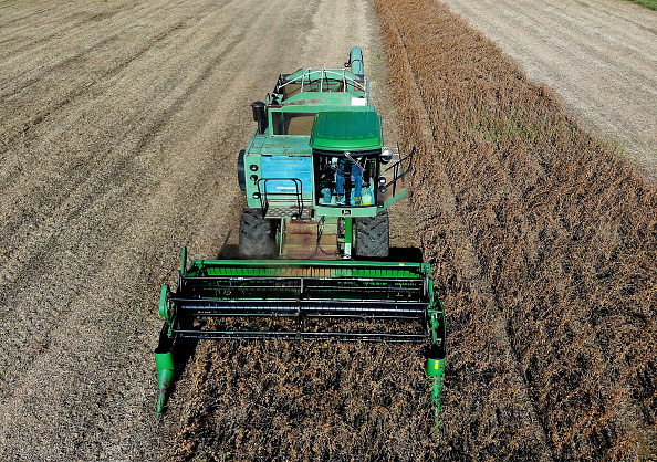 Trump promet des beaux jours aux agriculteurs frappés par le conflit avec Pékin