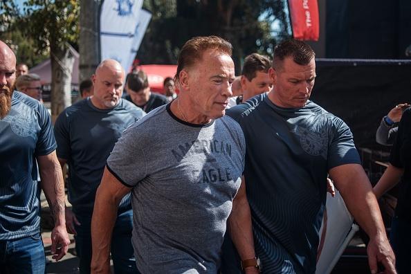 Afrique du Sud: Arnold Schwarzenegger attaqué par surprise par un supporter fou