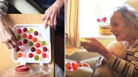 Un homme invente une «eau qui peut être mangée» après que sa grand-mère atteinte de démence a été hospitalisée pour déshydratation