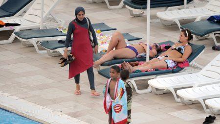 Burkini: «S'il y a des gens qui considèrent que le Coran est supérieur à la Constitution française, il faut qu'ils aillent vivre leur Coran ailleurs!»